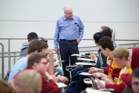 Instructor Elgin Johnston working with students in calculus class